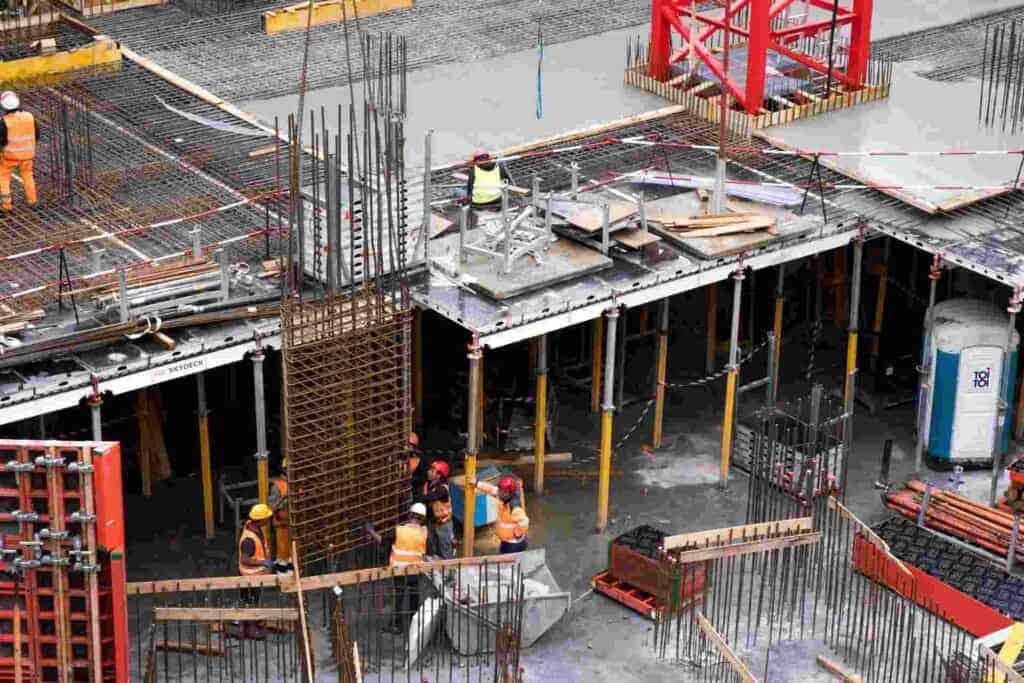 εργάτες σε οικοδομή
